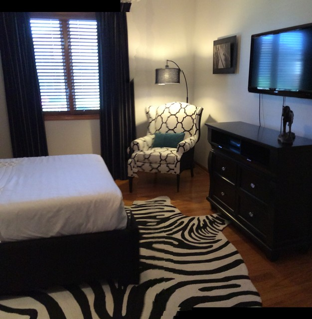 Black And White Guest Room