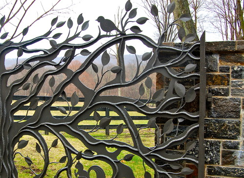 Stylish Fencing: 5 Artful Fence Ideas For Outdoor Living