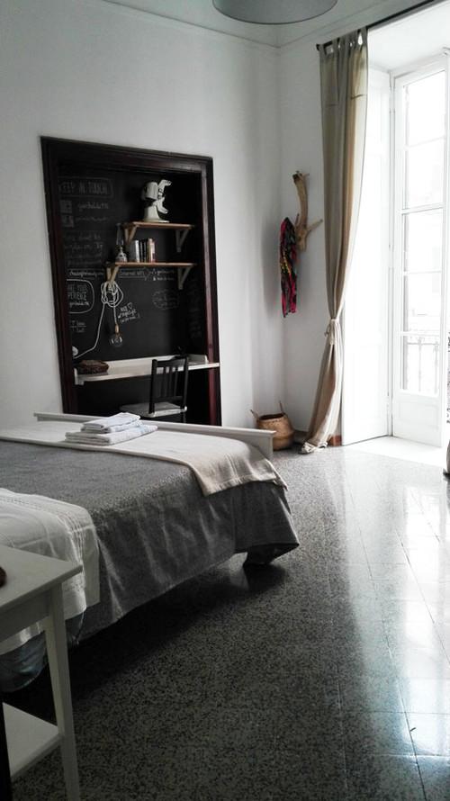 Pareti color grigio in camera da letto, sì o no?