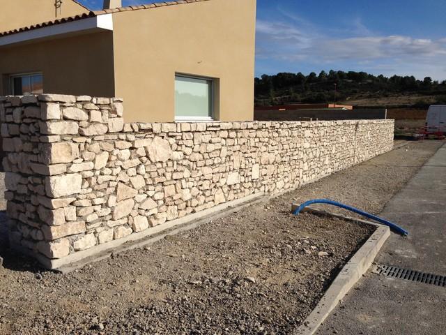 Murs de cl ture en pierre et ferronnerie for Cloture bord de mer