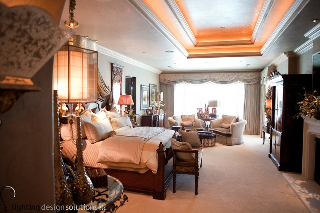 Example of a transitional home design design in Houston