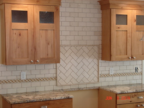 I Just Did A Backsplash This Past Summer That Would Look Outrageous In That Kitchen Cream Colored Tumbled Marble Subway Tile