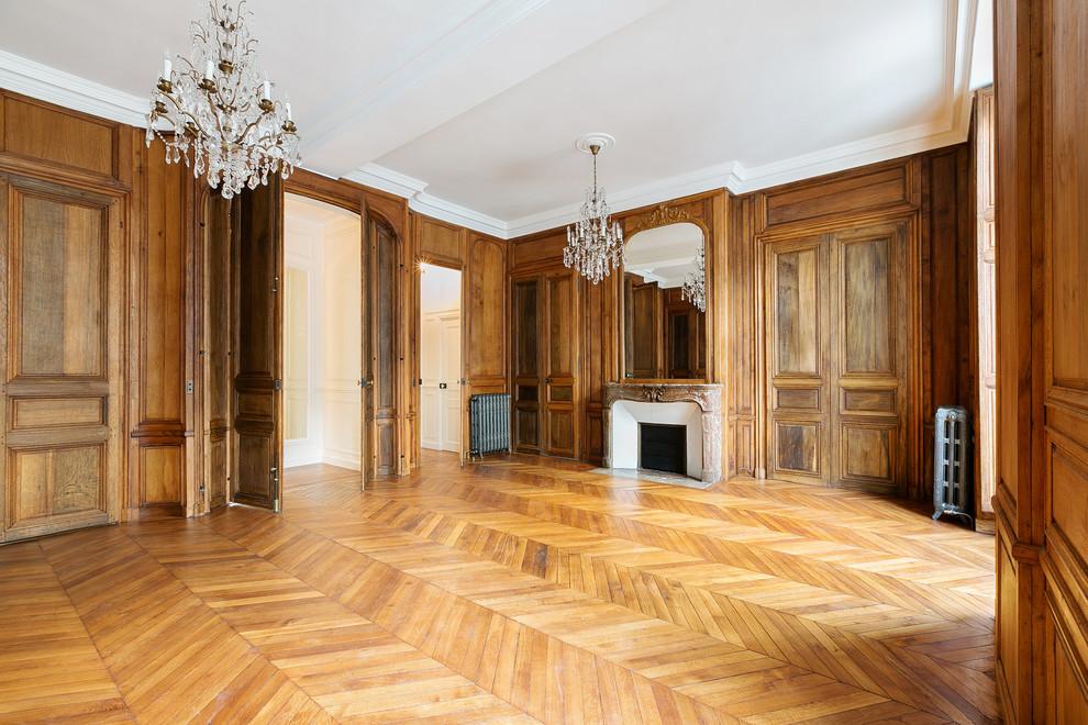 Huge elegant home design photo in Paris