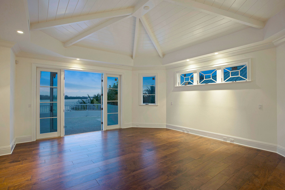 Beach style home design photo in Tampa