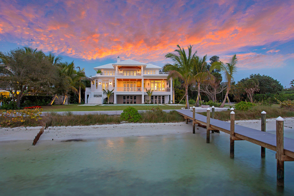 Inspiration for a tropical home design remodel in Tampa