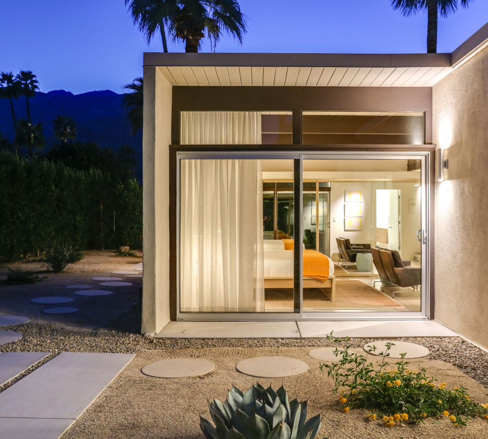 Example of a 1960s home design design in Other