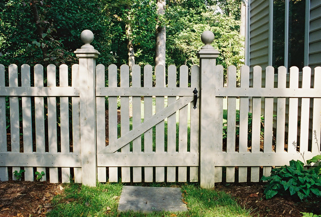 Lollipop Picket Fence 2 Traditional Baltimore By Mid Atlantic Deck And Fence