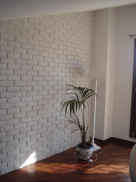 Rivestimento parete in una mansarda con mattoni bianchi - Rivestimento bagno shabby ...