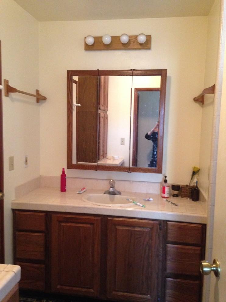 MASTER BATH BEFORE Vanity,sink, mirror, lighting