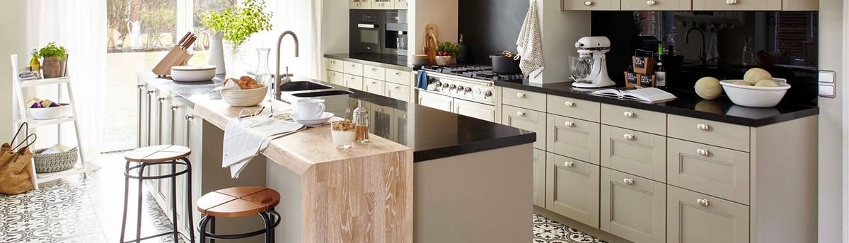 Moderne Küche mit Mattlack in Lichtgrau
