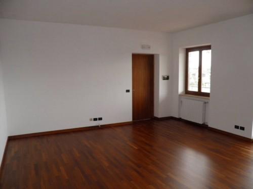Aiuto colore arredamento for Colore pareti camera da letto mobili bianchi