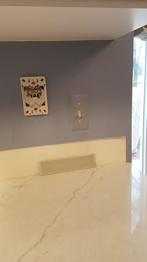 Metal edging with ceramic tile backsplash?