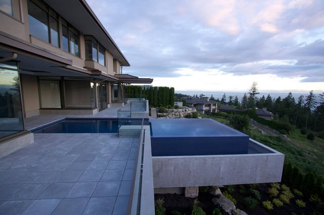 West Vancouver Suspended Infinity Pool Modern