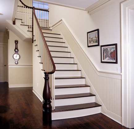 beadboard wandverkleidung klassisch treppenhaus. Black Bedroom Furniture Sets. Home Design Ideas