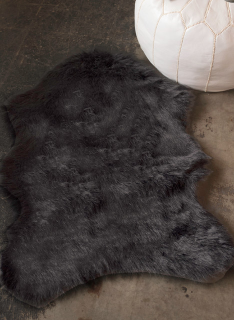Angus Faux Sheepskin Throw/rug, Black, 2&x27;x3&x27;.