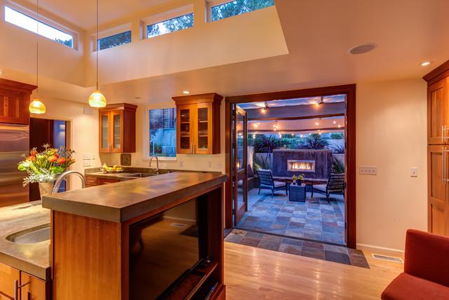 Home design - mid-sized craftsman home design idea in San Francisco
