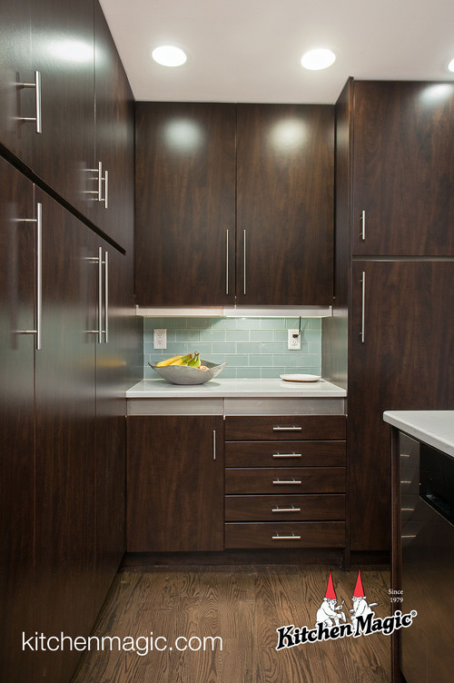 Kitchen makeover in chocolate pear stunning before after for Chocolate pear kitchen cabinets