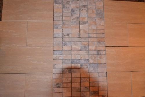 Foyer Tile Direction : Direction of shower accent tile