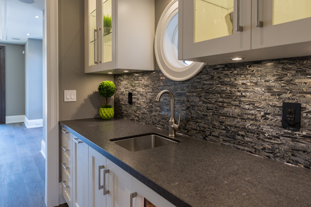 Inspiration for a small transitional home design remodel in Toronto