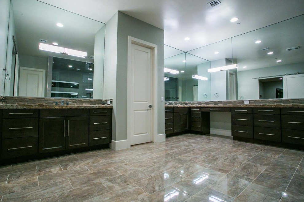 Inspiration for a contemporary bathroom remodel in Las Vegas
