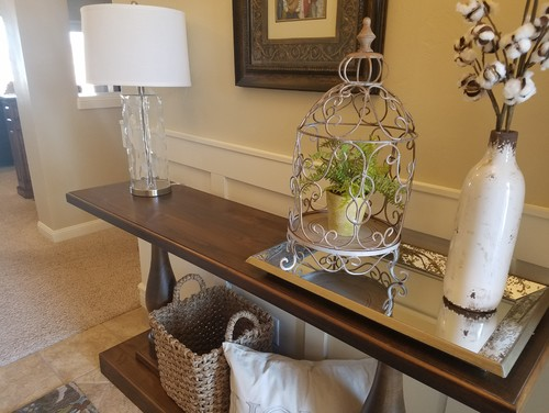 Help with decorating entryway table