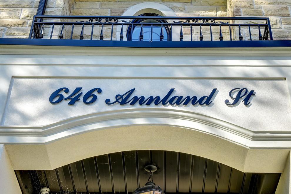 686 Annland Street Pickering