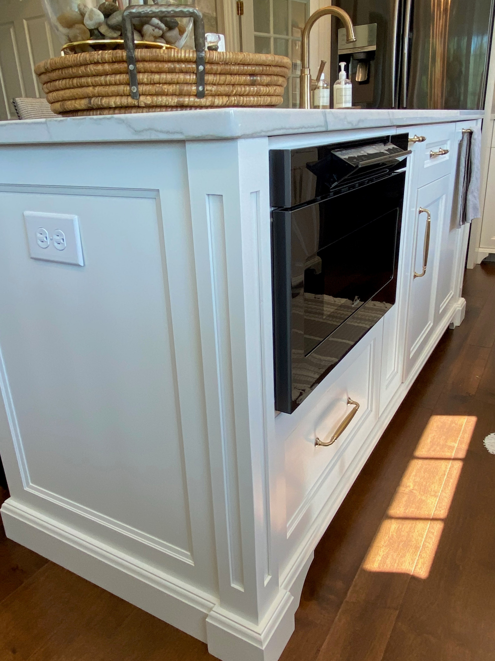 Elegant kitchen in white.