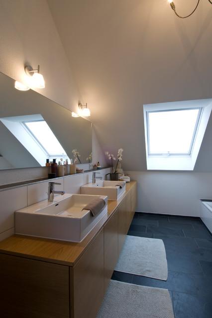 badezimmer im dachgeschoss. Black Bedroom Furniture Sets. Home Design Ideas