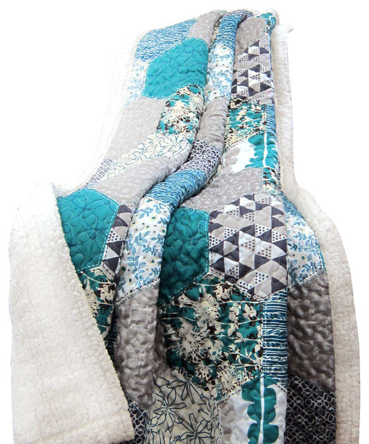 Briley Throw Turquoise Sherpa.