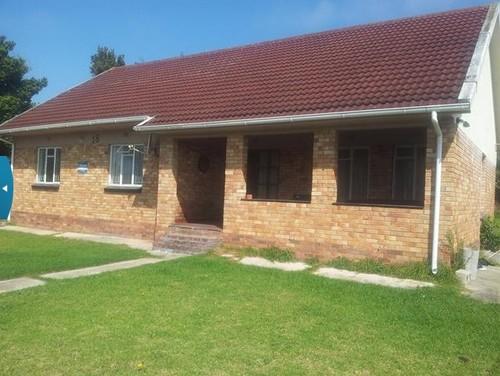 Exterior ideas for a rectangular facebrick house south for Face brick homes