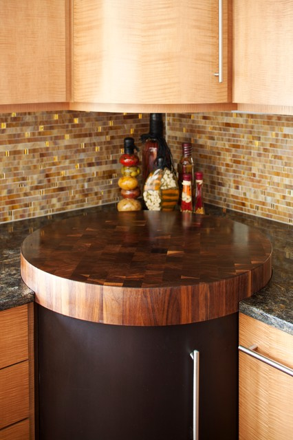 Transitional home design photo in Minneapolis