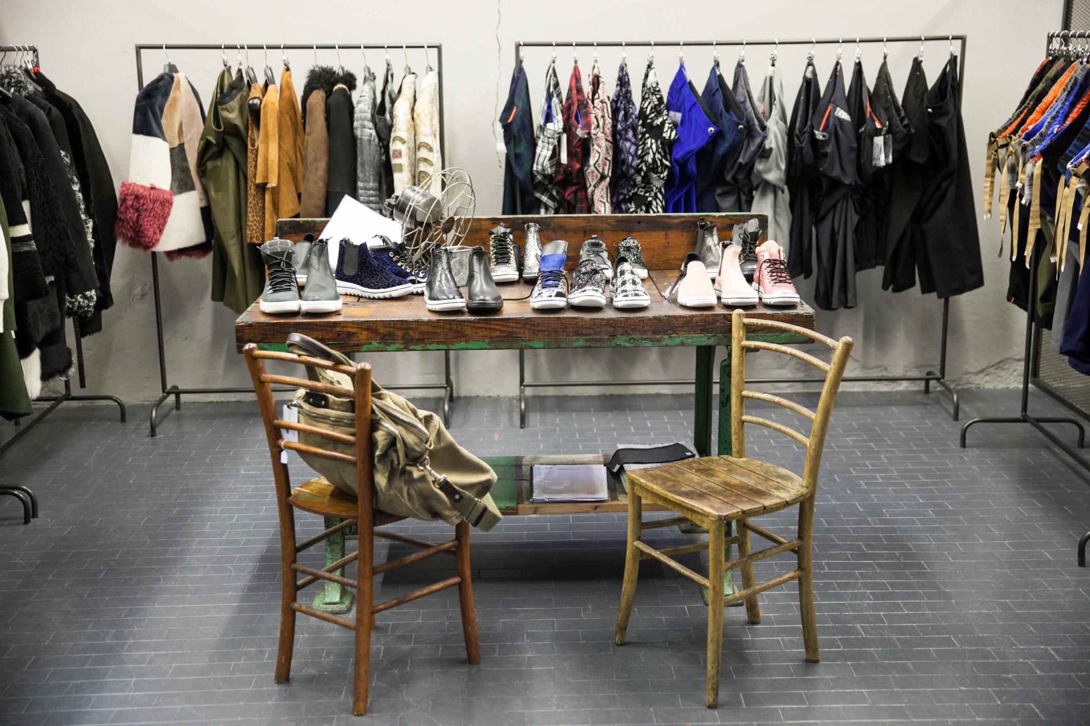 Arredo e Posizionamento In Showroom di Abbigliamento