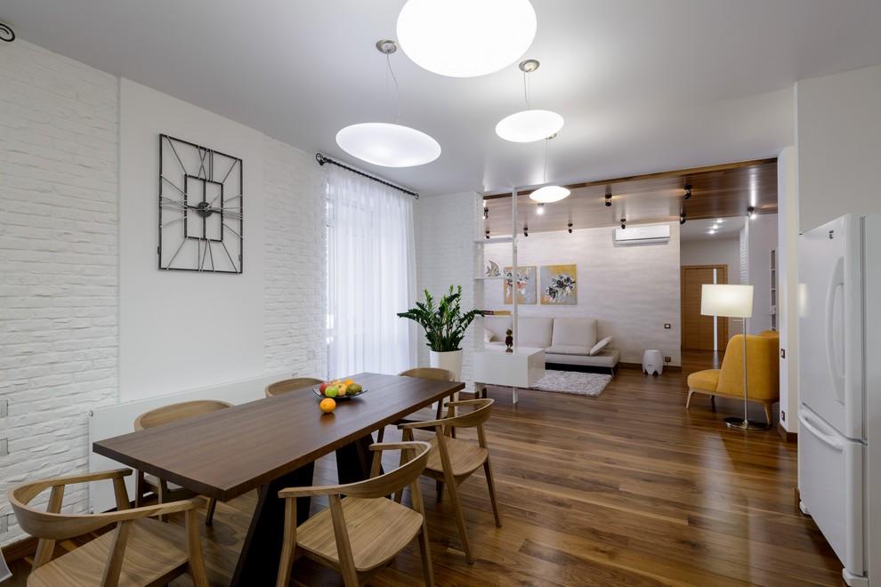 Квартира, в которой много дерева и белых стен