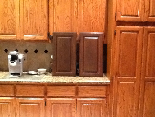 I need help with chosing a reface cabinet color, backsplash and trim...please!