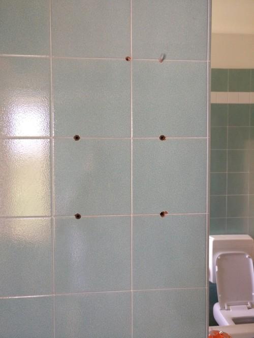 Buchi mattonelle in bagno - Coprire mattonelle bagno ...