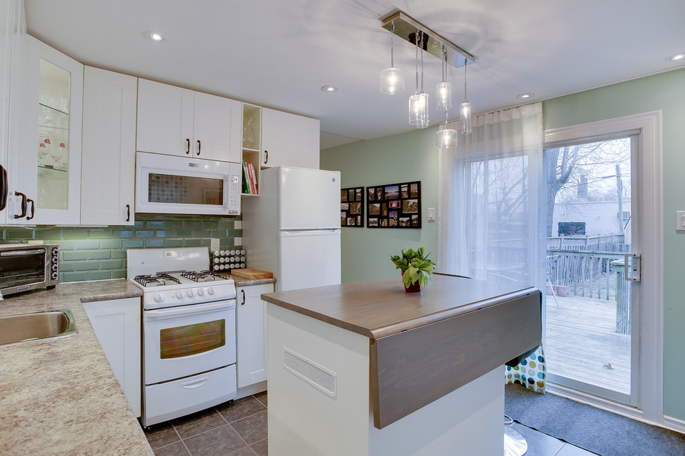 Transitional home design photo in Toronto