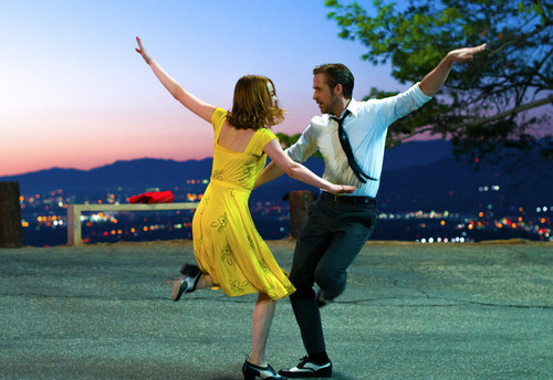 Mia (Emma Stone) and Sebastian (Ryan Gosling) in LA LA LAND.