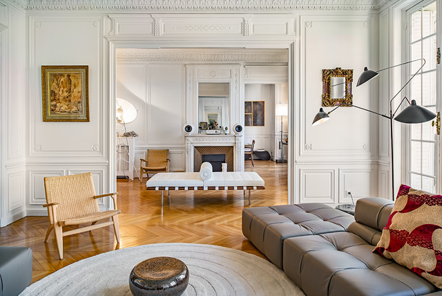 Appartement haussmannien classique chic salon paris - Decoration appartement haussmannien ...