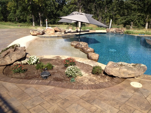 Beach entry planter accent boulders two tone pool interior swim up bar austin by tlc Beach entry swimming pool designs