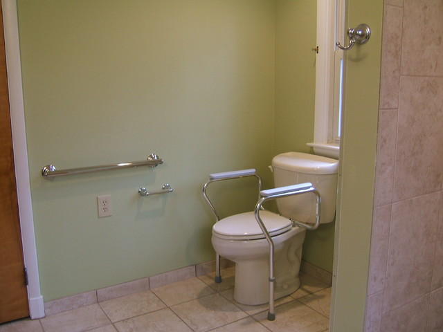 Handicap accessible bathroom waldorf for Handicap baths