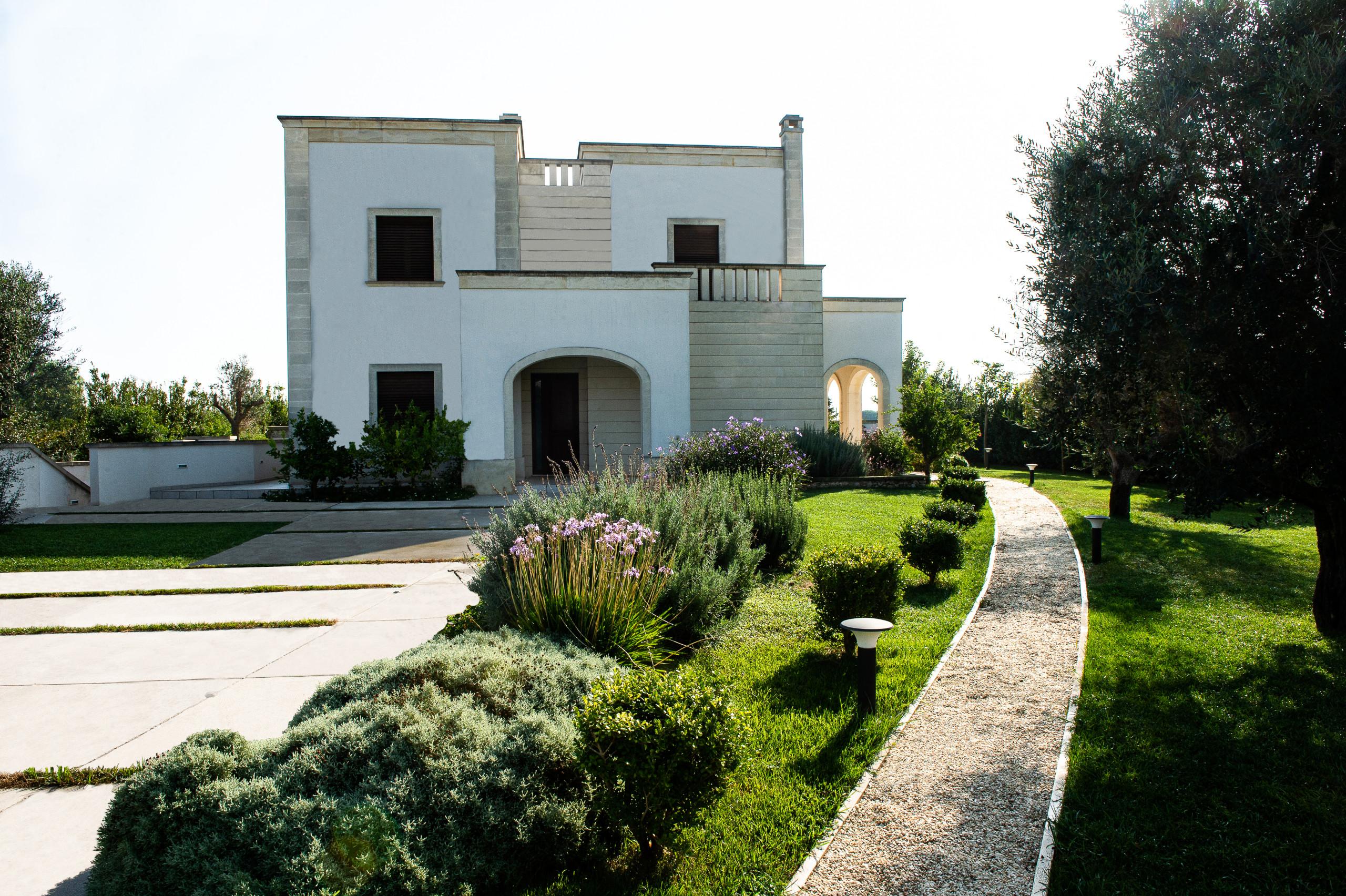 Progetto architettonico e costruttivo dell'outdoor e giardino