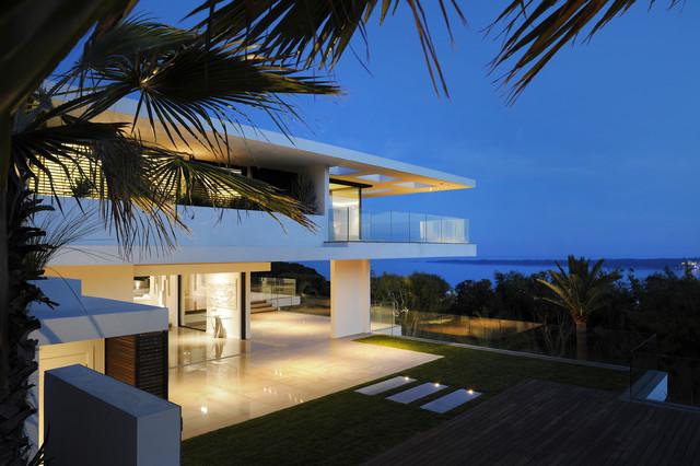 Villa sud cannes france contemporain nice par sprl for Interieur sud cannes