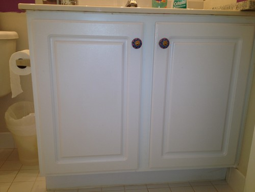 Can I Paint A Laminate Bathroom Vanity Cabinet If So How - Painting bathroom vanity laminate