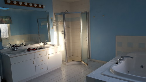 Cost Effective Master Bath Remodel To Sell - How much does it cost to build a master bathroom