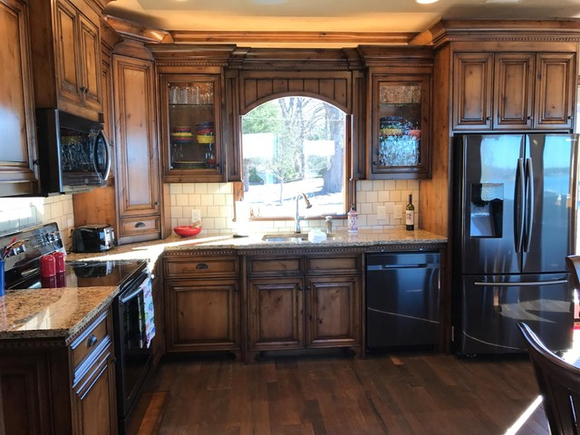 Inspiration for a mid-sized transitional home design remodel in Dallas