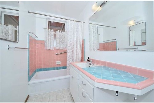 1950 39 S Coral And Teal Tiled Bathroom