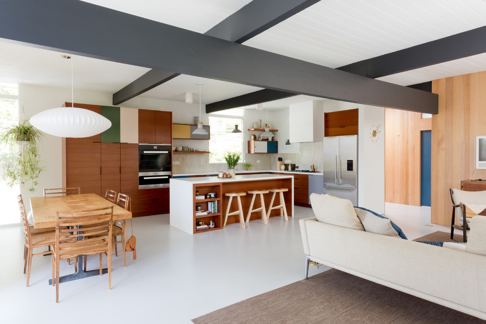 Inspiration for a mid-century modern home design remodel in Los Angeles