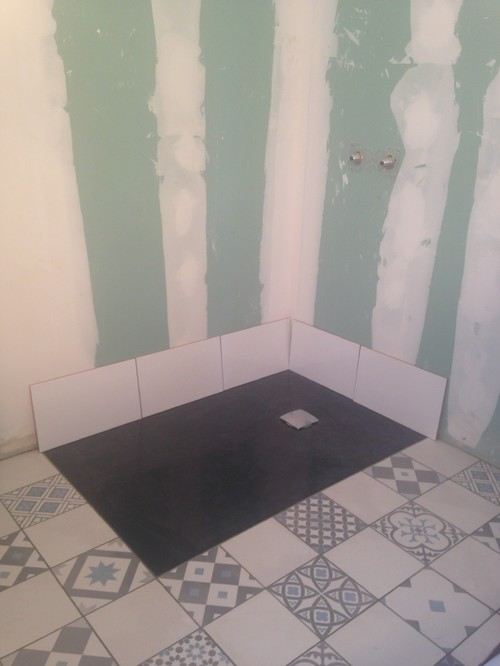 besoin d 39 aide pour la disposition de la fa ence dans une salle de bain. Black Bedroom Furniture Sets. Home Design Ideas