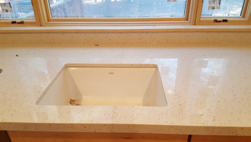 Quartz countertop seam through kitchen sink for Seamless quartz countertops