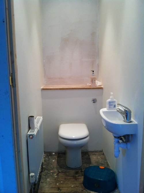 Ideas for decorating small downstairs cloakroom for Small wc design ideas